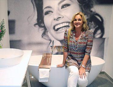 Debbie Travis' Bold Bathroom Renovation